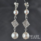 Style de Dangle Earrings une note d'oreilles perles d'eau douce avec des strass Blanc