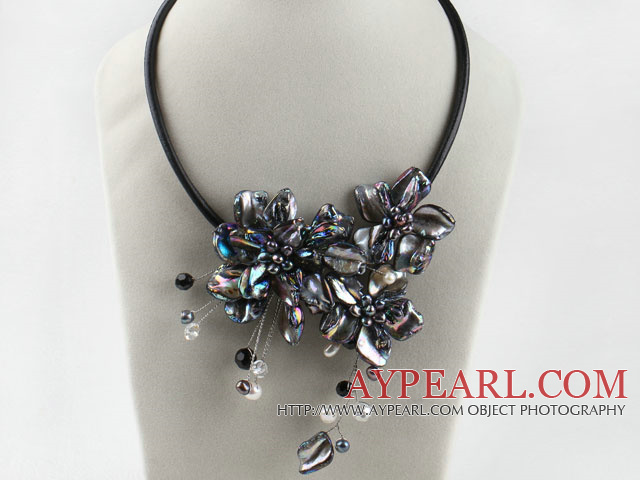 17.7 inches pearl crystal and black shell flower necklace with magnetic clasp