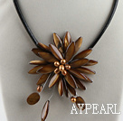 17.7 inches brown shell flower pearl necklace with magnetic clasp