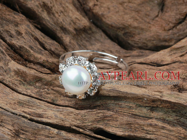 Classic Design Natural White Freshwater Pearl Adjustable Ring with Rhinestone