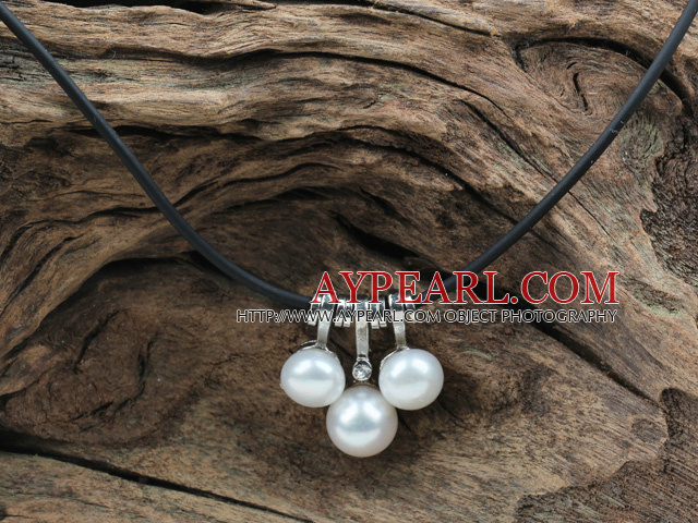 Classic Design White Freshwater Pearl Pendant Necklace with Black Leather