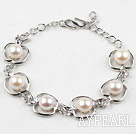 Fashion Style White Freshwater Pearl with Apple Shape Metal Bracelet with Adjustable Chain