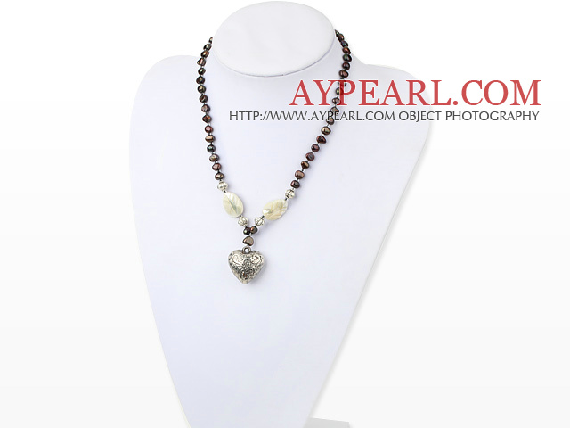 Lovely Freshwater Pearl And White Lip Shell And Heart Shape Metal Pendant Necklace