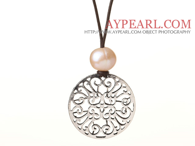 Fashion Design Simple Style Pearl Leather Necklace with Carved Flower Pendant