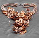 Aamzing driva Brown Sötvatten Pearl och Shell Flower Oversized Statement Necklace
