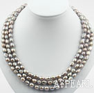 Tre Strands 8-9mm Gray Baroque Pearl Halsband med Shell Flower Lås