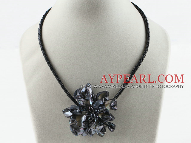 Single Piece Black Pearl Shell Flower Necklace