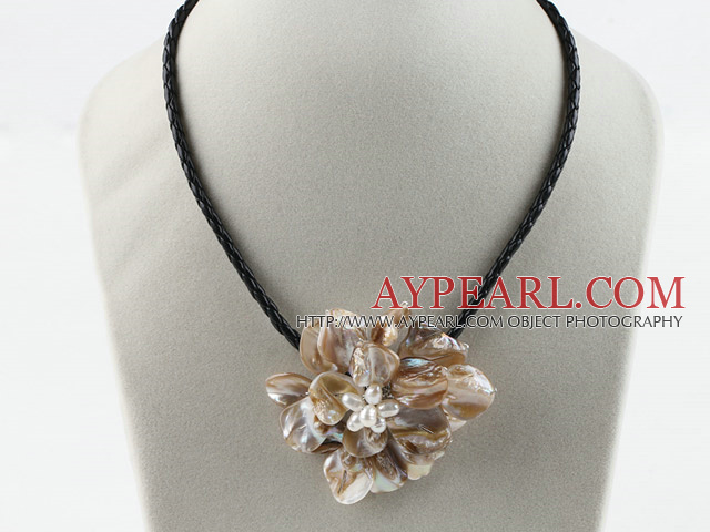 Single Piece Gray Pearl Shell Flower Necklace