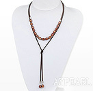 Enkel design Brown Skruv Freshwater Ris Pearl Halsband med Light Brown sladd