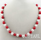 10-11mm Round Freshwater Pearl og Red Coral Beaded halskjede