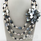 New Design White and Black Pearl and Black Lip Shell Flower Necklace