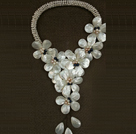 Fantastisk Fashion Natural White Freshwater Pearl Shell Flower Statement Long Party halsband