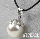 Classic Design Round Shape 16mm White Seashell Pendant Necklace