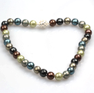 Fashion Einzelstrang 12mm Faceted Multi Color Seashell Perlen Halskette mit Strass Magnetverschluss