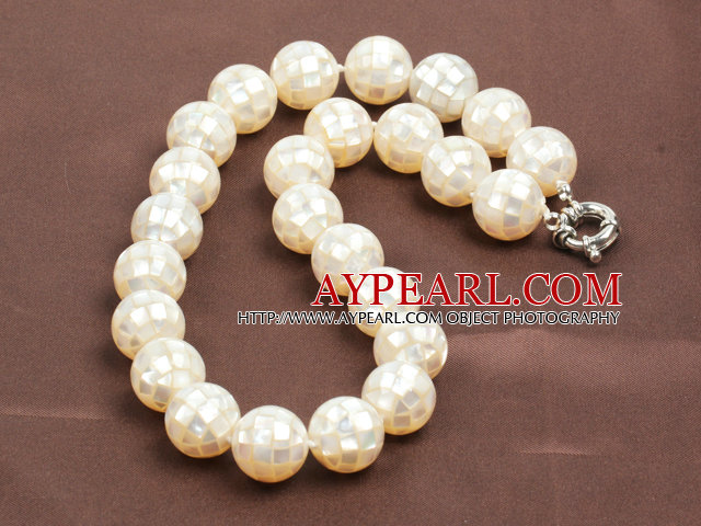 Beautiful Natural Stitching Shell Necklace with Moonlight Clasp