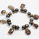 Svart Rhinestone sidelengs / Side Way Kors og Round Howlite Stretch Bracelet