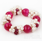Assorted hvit Freshwater Pearl og Big Hot Pink Agate Stretch armbånd