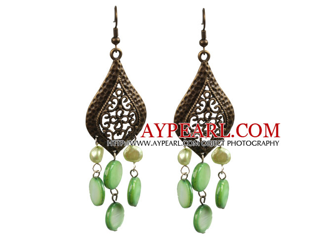 Vintage Style Chandelier Shape Green Pearl Shell Earrings With Leaf Shape Bronze Accessory