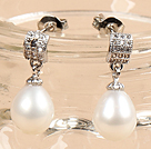 Classic Trendy Style Drop Shape Natural White Freshwater Pearl Earring Studs With Rhinestone Accessory
