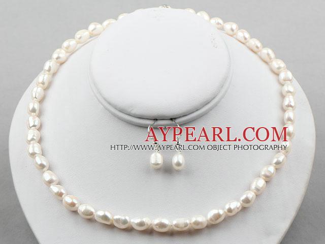 Collier et boucle d'oreille perle