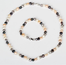6-7mm Gray and White og Multi Color Freshwater Pearl Set (halskjede og matchet armbånd)