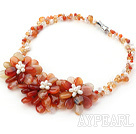 Ny stil Natural Color Agate og White Pearl Crystal Flower halskjede