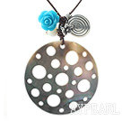 Wholesale New Design Hollow Black Lip Shell and White Sea Shell and Imitation Turquoise Rose Flower Pendant Necklace