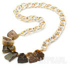Wholesale New Design Irregular Shape Burst Pattern Crystallized Agate Necklace with Bold Metal Chain