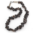 Dark Brown Series Uregelmessig Shape Topp Boret Natural Smoky Quartz og Brown Crystal halskjede