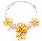 Gul Series Yellow Shell and White Freshwater Pearl Flower halskjede med glassperler Kjede