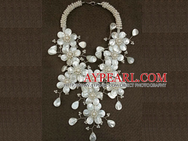 Fantastic Fashion Natural White Freshwater Pearl Shell Flower Statement Party Necklace