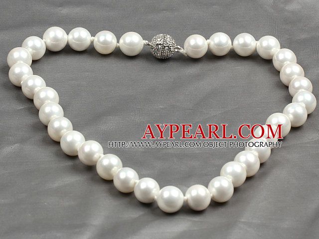 Fashion Single Strand 12Mm White Round Seashell Beads Necklace With Rhinestone Magnetic Clasp