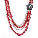 Ursnygg Multi Layer Red Coral Chips och naturliga White Pearl Party Halsband med Shell Flower Lås