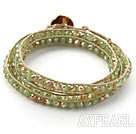 Mote Stil Olivin Color Jade Crystal Woven Wrap Bangle Bracelet med Gray Wax tråden