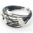 Multi Strands 11-12mm Natural White Freshwater Pearl Gray läderarmband med magnetlås