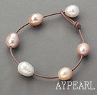 Wholesale Classic Design 11-12mm Natural Pink and White Freshwater Pearl Leather Brown Bracelet with Pearl Clasp