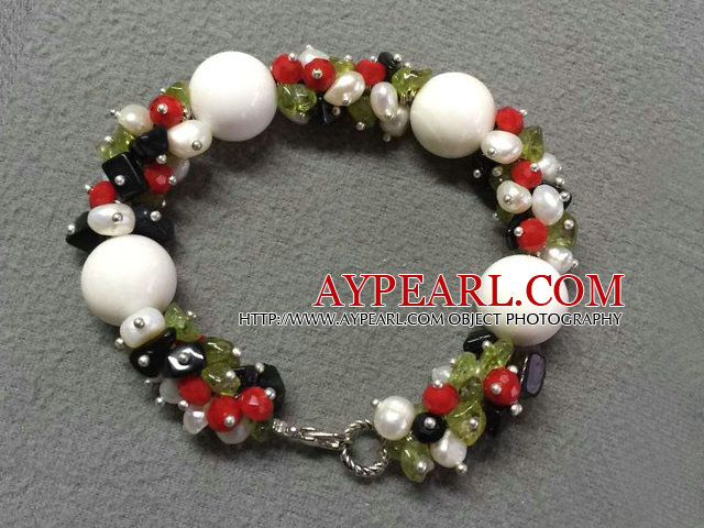 Hot Sale Popular Round White Sea Shell Beads Cluster White Pearl Olivine Stone Chipes Bracelet