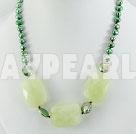 pärla serpentine jade halsband